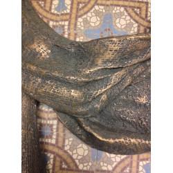 The garment Jesus wore on the cross (Bronze)