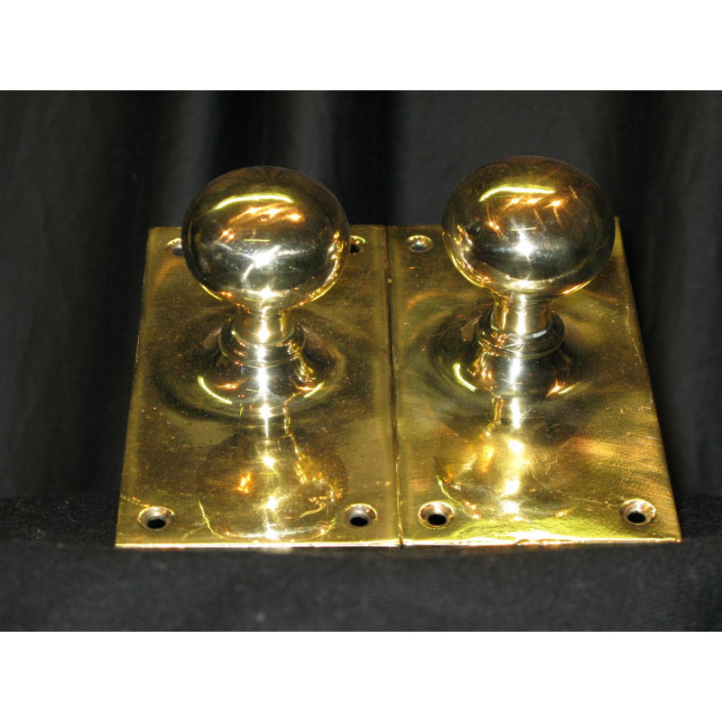 Brass Handle with large plane brass back