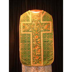 Green demask chasuble with embroidered flowers