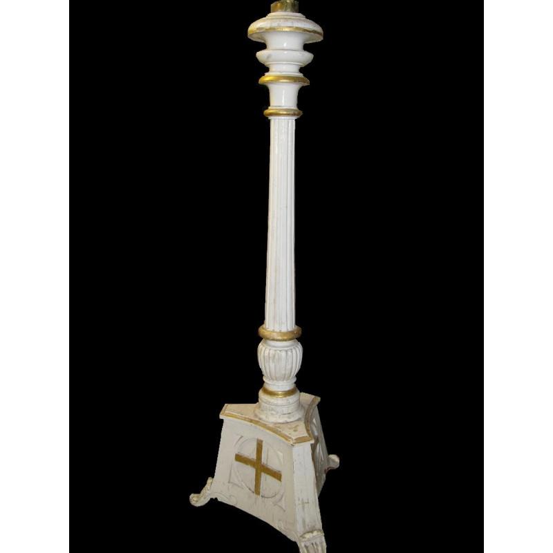 Wooded Paschal candlestick  Circa 1834