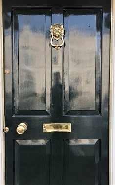 brass-polishing-Door_Ireland